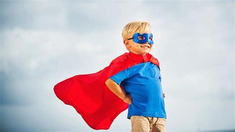 jouer au superheros ca rend les enfants  forts
