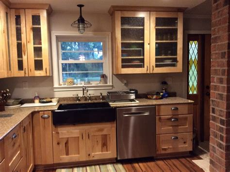 kitchen cabinets with schuler holbrook rustic maple 6469