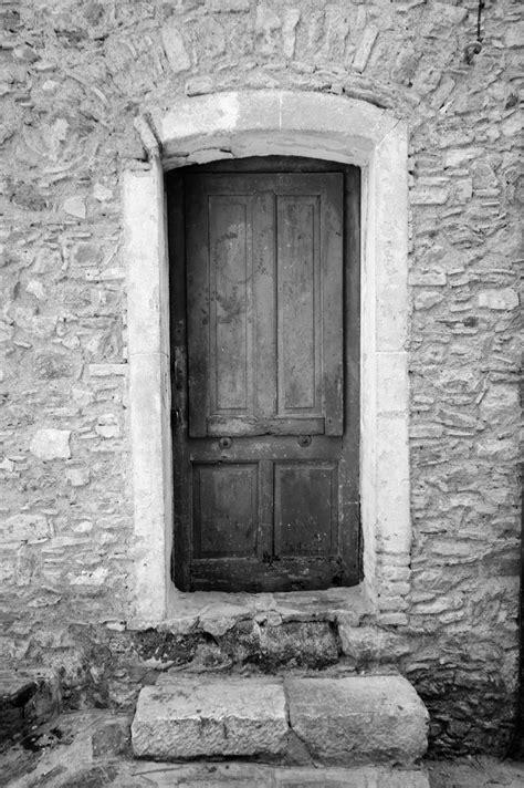 door_2__black_and_white_by_slartyb52-d4oobek.jpg (1024