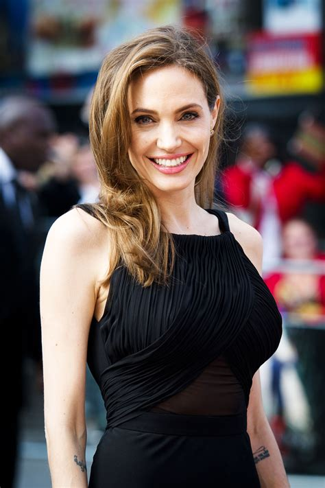 Angelina Jolie Signs With UTA (Exclusive) | Hollywood Reporter