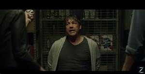 Kyle Chandler in Game Night trailer with Rachel McAdams ...