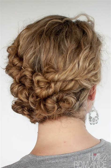 Curl Updo Hairstyles by 32 Easy Hairstyles For Curly Hair For