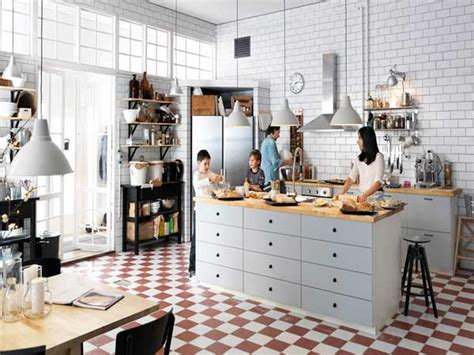 plan de travail central cuisine cuisine americaine avec ilot central et plan de travail bois