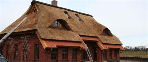 wie lange hält ein reetdach page 61 uimarannat wohndesign interieurideen trapp immobilien b 252 cherregal klein moderne