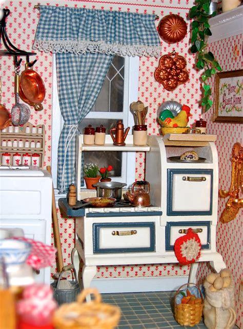 Blukatkraft 112 Scale Victorian Dollhouse Miniatures