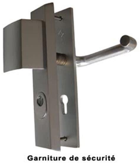 comment changer une poignee de porte comment changer une poign 233 e de porte d entr 233 e 3 points mouvement uniforme de la voiture