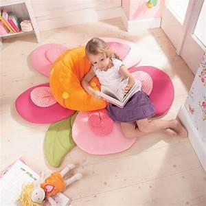 Pouf Chambre Enfant : des jouets et des jeux pour la chambre d 39 enfant pouf petit oiseau maman ~ Teatrodelosmanantiales.com Idées de Décoration