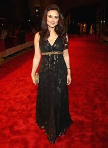 preity zinta black dress at award show sheclick