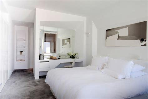 coiffeuse moderne pour chambre simple photo deco chambre a coucher adulte chambre blanche