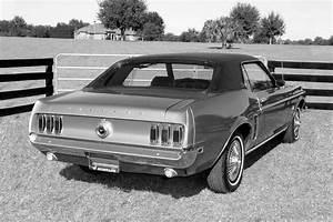 Ford Mustang 1969 - Classic Car Review   Honest John