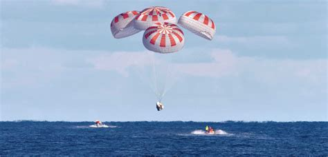 spacex crew dragon spacecraft nears  parachute tests