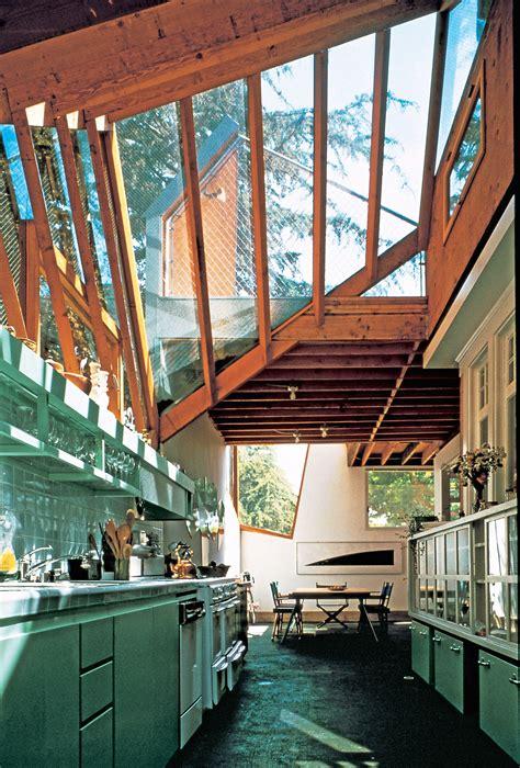 gehrys santa monica residence wins aia twenty  year