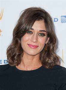 Lizzy Caplan's Thoughts on Getting Older Make Me Feel a ...