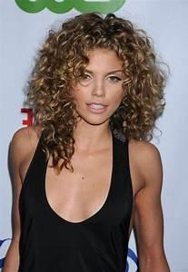 Soin Cheveux Bouclés Maison : coiffure mariage fillette cheveux boucl s ~ Melissatoandfro.com Idées de Décoration
