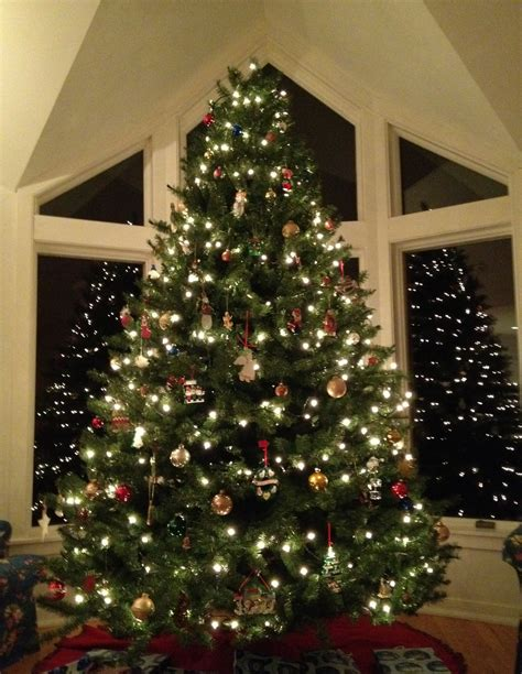o christmas tree falling down on me carly carson