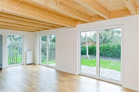 Holzbalken Für Decke by Holzdecke Mit 173 Fachgerechten 173 Anschl 252 Ssen Bauhandwerk
