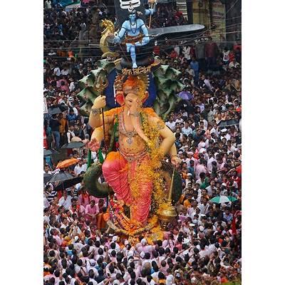 Ganesh Visarjan: Amidst 'Bappa Morya' Chants Mumbaikars