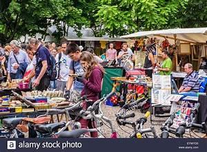 Hannover Messe Flohmarkt : berlin mauer park flea market stalls selling second hand goods and stock photo 86007516 alamy ~ Markanthonyermac.com Haus und Dekorationen