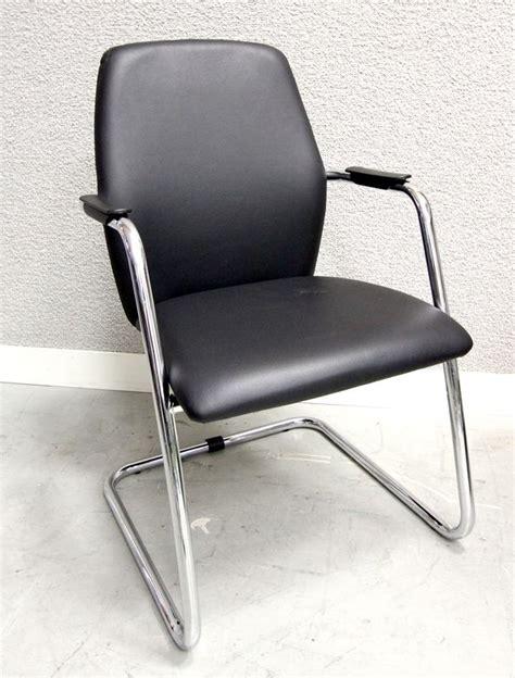 garniture de bureau en cuir fauteuil visiteur a pietement en porte a faux en metal