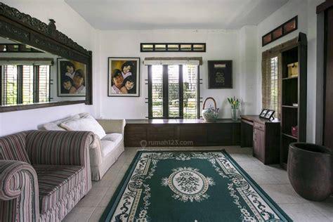tampilan rumah gaya eropa  negeri tropis