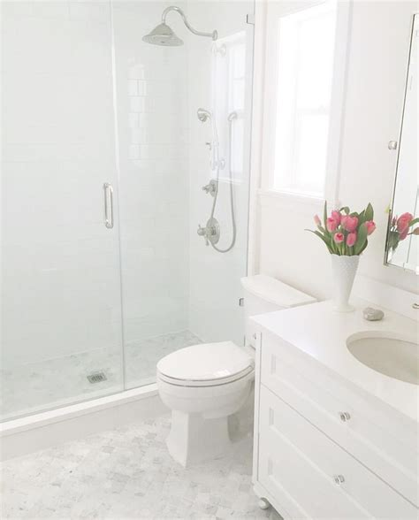 White Bathroom Tile Designs by 1000 Ideas About White Subway Tile Bathroom On