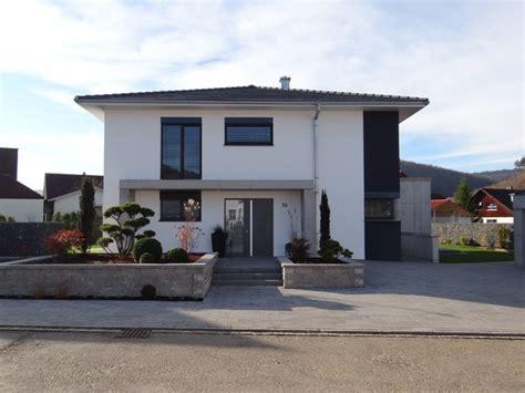 Moderne Häuser Aussenanlage by Neubau Eines Einfamilienhauses Mit Doppelgarage Sowie