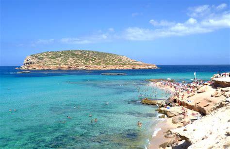 10 Magnifiques Plages d'Ibiza : Sable Blanc et Eau Turquoise