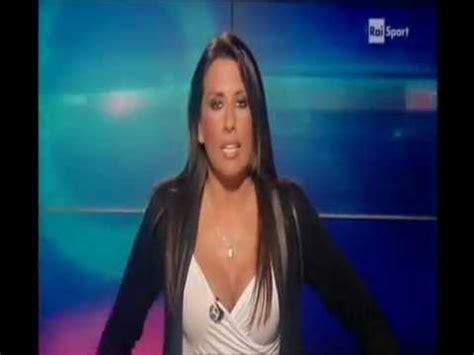 Donne In Minigonna Al Volante Simona Rolandi Tg Raisport 6 7 Luglio 2011