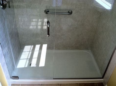 5 Foot Fiberglass Shower by 25 Best Ideas About Fiberglass Shower Pan On