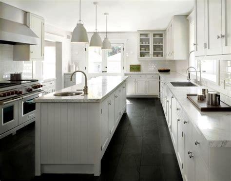 black kitchen floors cuisine comment choisir les bons rev 234 tements de planchers 1691