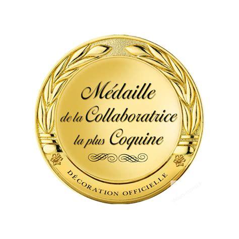 bureau postier stickers autocollant médaille collaboratrice coquine