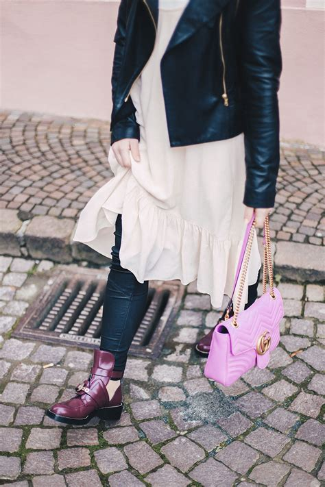 Balenciaga-ceinture-boots-oxblood-bordeaux-lederhose-gg-marmont-pink-layering-fashionblog-outfit ...