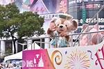 迪士尼遊行雨天備案!觀眾穿雨衣看遊行很正常 - MOOK景點家 - 墨刻出版 華文最大旅遊資訊平台
