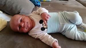 Baby 4 Monate Schlaf Tagsüber : sohn 1 monat alt nur am n rgeln baby gruppe babycenter ~ Frokenaadalensverden.com Haus und Dekorationen