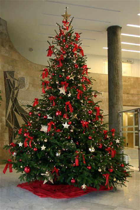 Weihnachtsbaum Rot Silber Geschmückt by Die Straussbar Florale Konzepte Weihnachtsdekoration F 252 R