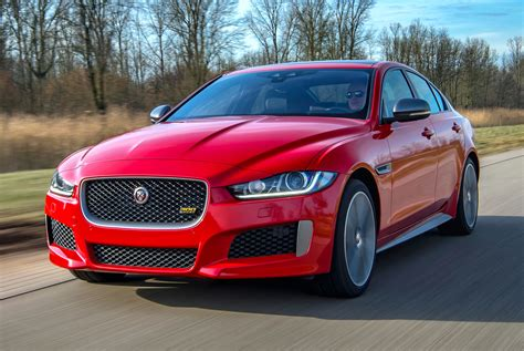 Jaguar Xe 2019 by 2019 Jaguar Xe And Xf Sedans Get Enticing Style Upgrades