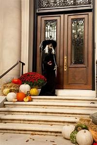 125 Cool Outdoor Halloween Decorating Ideas DigsDigs