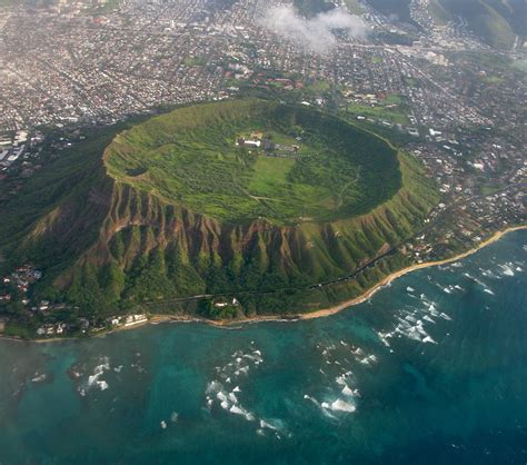 Filediamond Head Tuff Cone In Oahu Hawaii Usa