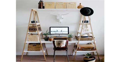 decoration de bureau maison bureau à réaliser avec des échelles en bois deco cool