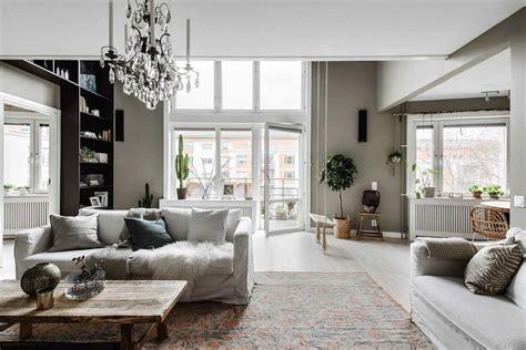 decoration salon moderne gris deco rouge  idee couleur