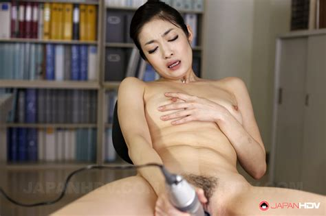 Hey動画 Hot Ryu Uses Toy To Get Pleasure At The Office heydouga