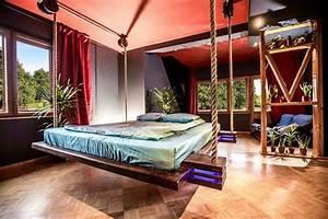 Bett An Der Decke Befestigen : another way to hide the bed winch it up to the ceiling treehugger ~ Bigdaddyawards.com Haus und Dekorationen