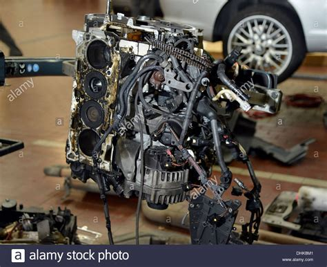 bmw n47 steuerkette stripped bmw n47 diesel engine in a garage workshop stock photo 62504177 alamy