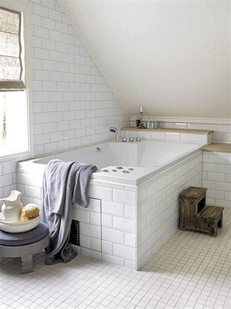 tablier noir de cuisine carrelage métro blanc dans la cuisine et la salle de bains