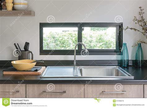 comptoir cuisine comptoir de cuisine en bois avec le granit noir sur le