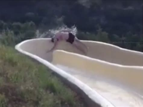 foto de Watch: Man Seriously Injured After Flying Off Water Slide