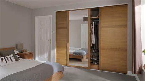 Bedroom Sliding Doors by Sliding Wardrobe Doors Howdens
