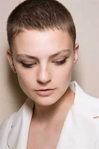 Coiffure Blonde Courte : coupe courte blonde automne hiver 2018 les plus belles coupes courtes de 2018 elle ~ Melissatoandfro.com Idées de Décoration