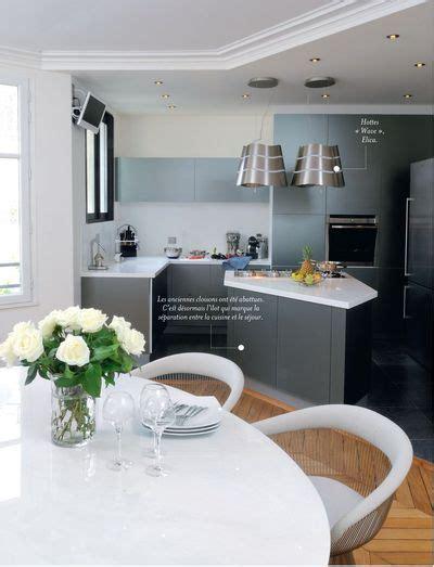 table et chaises cuisine un îlot sur mesure pour une cuisine ouverte côté