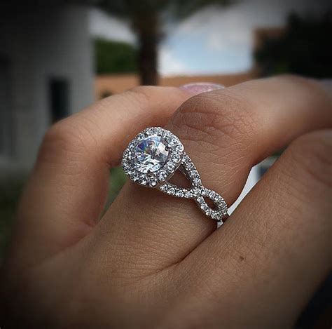 solitaire vs halo engagement rings raymond lee jewelers